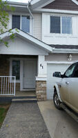 3 bedroom townhouse Available Immediately in Stonecreek