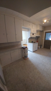 Clean and bright 2 bedroom