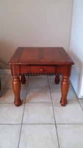 Table de bout en bois