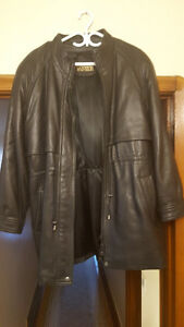 Danier Ladies Black Leather Jacket Worn ONLY Once Like New