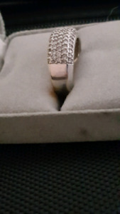 Woman's diamond ring- SERIOUS OFFERS ONLY