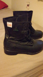 """Mens 8"""" steel toe work boots CSA approved"""