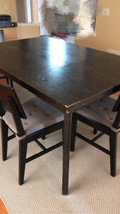 Solid Hardwood Extendable 5 piece Dinning Table with Chairs!