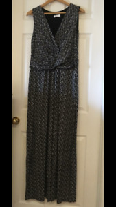 Maternity maxi dress size large