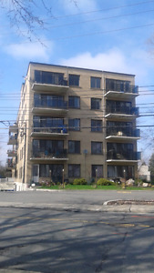 4 1/2  apartment,   Water  front  ,23 Lakeshore,  Pointe Claire