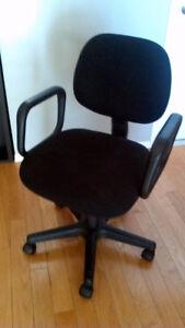 2 Larges chaises de bureau/ 2 Large Office Chairs