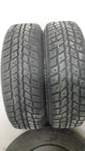 (4) 195/65 R15 tires on rims