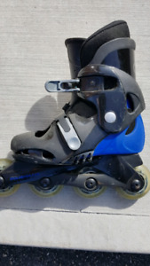 ROLLER SKATES. SIZE 13 KIDS IN HOOD CONDITION. $10. MUST GO