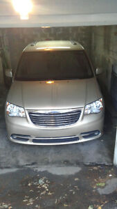 2011 Chrysler Town & Country Camionnette