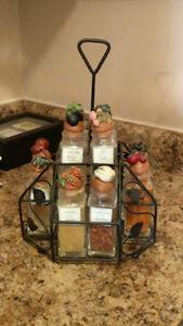 Designer Spice rack. 16 bottles. Mint condiditon