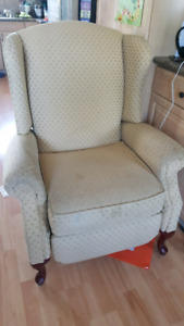 Wing back chair - recliner
