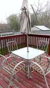 Garden Patio Set with 4 chairs and umbrella