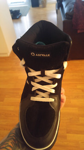 Women's size 12 Airwalk Shoe