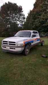 Dodge 12V p pump cummins parts truck  London Ontario image 2
