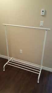 Self supporting rack for organisation of clothing