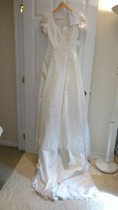 Sample wedding gowns.  UPCYCLE! $40 - DRESS 3