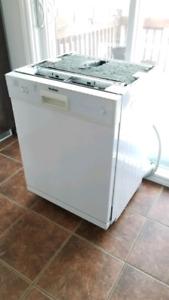 Lave-vaisselle intérieur stainless