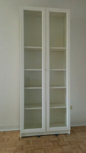 Selling bookshelf/cupboard