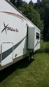 Sun Valley Extreme LIght 1/2 Ton Towable Fifth Wheel and Hitch