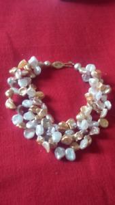 bracelet avec des vrai perles et fermoir en or 14 KT