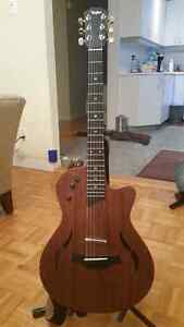 Taylor T5 electric acoustic almost NEW