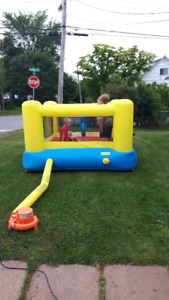 inflatable bouncy house/castle