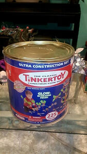 TinkerToy -Classic Construction set 225 Pieces