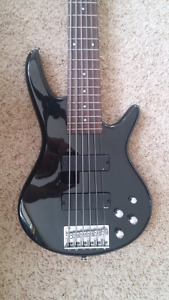 6 string Ibanez bass with amp