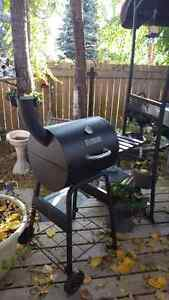 MASTER FORGE charcoal grill/smoker