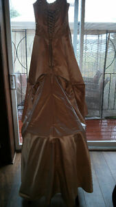 Antique Gold Designer Wedding Dress Kingston Kingston Area image 4