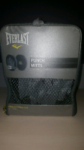 Boxing mitts -new