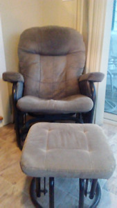 2 Rocking Reclining Chairs With Rocking Ottoman ~ Gananoque