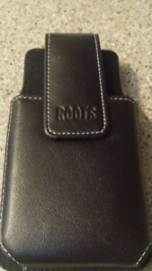 ROOTS LEATHER CLIP ON HOLSTER PHONE CASE