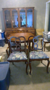Cherry dinning room set: 6 chairs, table, with two leafs, buffet