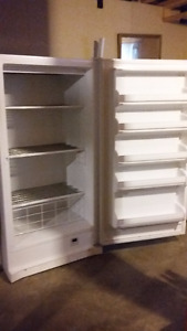 FREEZER - Upright Kenmore 17.1 cubic feet