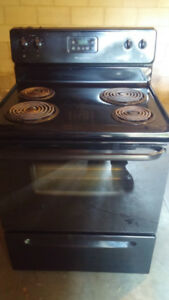 Black Frigiaire Stove/Oven. Delivery Included.