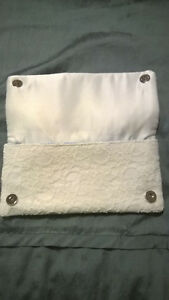 Ivory Lace Clutch - Like new Oakville / Halton Region Toronto (GTA) image 2
