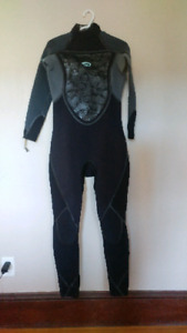 Brand new 3/2 women's wet suit