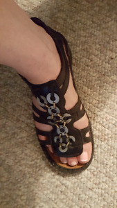 SIZE 39 NAOT SANDALS FOR WOMEN (SIZE 8.5/9 IN CANADA)