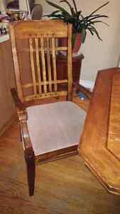 Dining room set table chairs and hutch Peterborough Peterborough Area image 4
