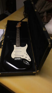 Mexican fender strat w/ hard shell case