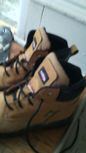 Size 9 mens agressor work boots