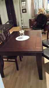 Table+6chaises 1ans usure Neuf!