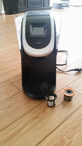KEURIG 2.0 Excellent Condition + cups