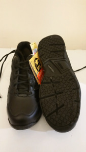 Safety shoes (brand new )