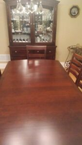 Dining Room Set. Shermag Solid Maple.
