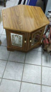 gorgeous coffee and end table set 3pces Kingston Kingston Area image 3