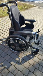 Free tilting wheelchair cannot fold