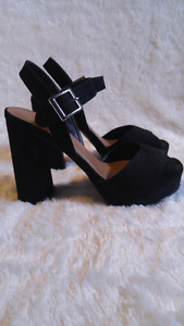 Size 10 le château heels 30$ or best offer!