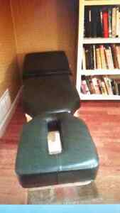 MASSAGE-CHIROPRACTIC TABLE